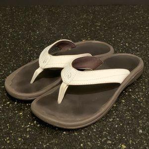 Olukai Ohana White Leather Strap Sandals. Size 6